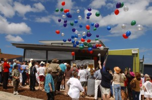 FETCH: NERANG DEPT:NEWS REPORTER: BEC S DATE: 031129 - 2 DIGI PHOTOGRAPHER:SARAH MARSHALL OTHER MEDIA: DETAILS: 'NERANG CELEBRATES' STREET FESTIVAL -THE NEW NERANG LIBRARY IS OFFICIALLY OPENED